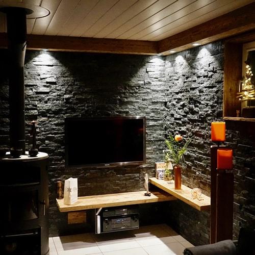 erhalten sie ein neues ambiente mit einer steinwand im wohnzimmer mit naturstein verblender und. Black Bedroom Furniture Sets. Home Design Ideas