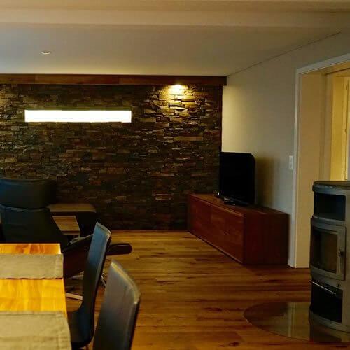 stone brothers steinwand by b schlen innenausbau be creative. Black Bedroom Furniture Sets. Home Design Ideas